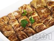 Постни зелеви сарми от кисело зеле със стафиди, орехи и ориз в тава на фурна